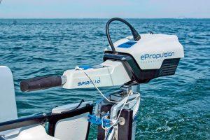 Segelboot Motor auf dem Meer