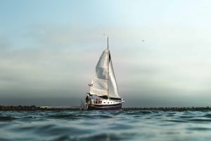 Segelboot bei Segelreise auf dem Meer